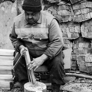 Crafts: making şiţă, preparing the wood used for roofs
